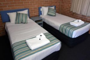 The Oaks Hotel Motel  - Accommodation Directory