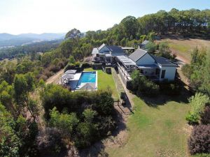 215 Mt Buffalo Retreat - Accommodation Directory