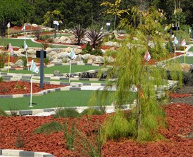 18 Hole Mini Golf - Club Husky - Accommodation Directory