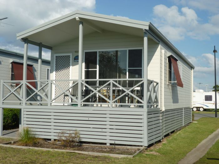 Belmont Pines Lakeside Holiday Park - Accommodation Directory