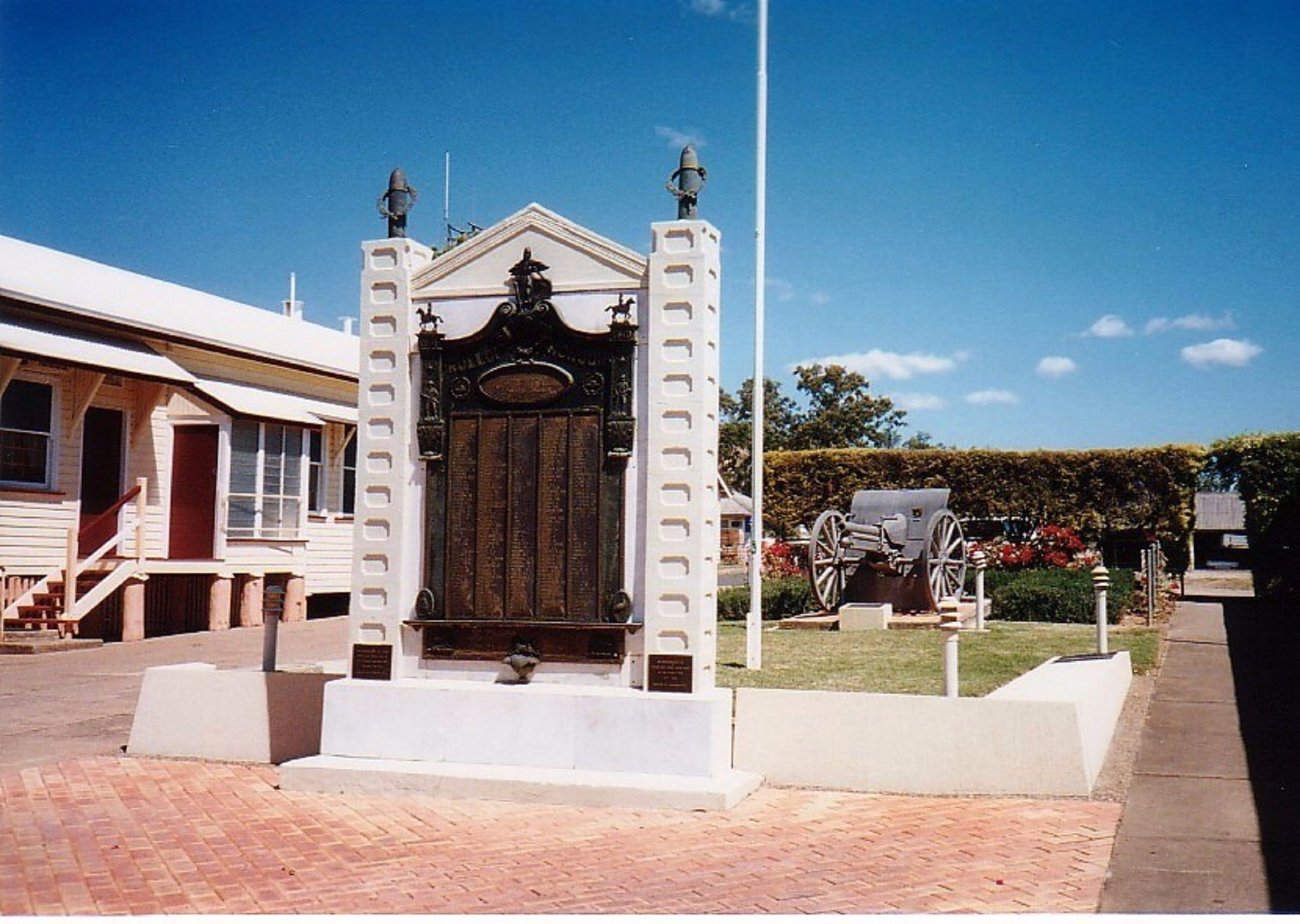 Gayndah War Memorial - Accommodation Directory