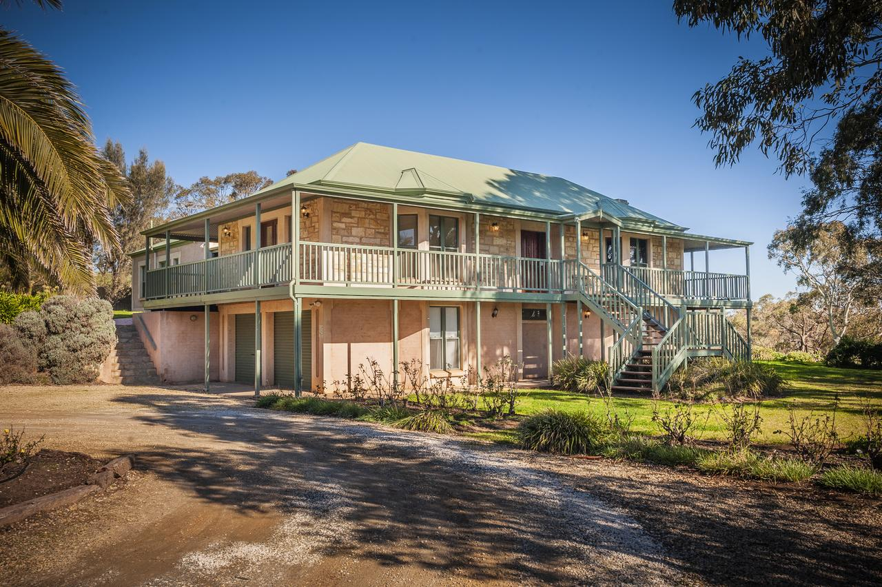 Lindsay House Homestead - Accommodation Directory