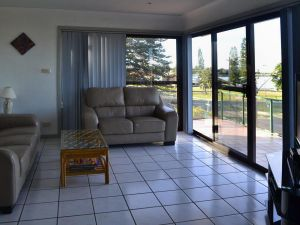 Oxley 8 at Tuncurry - Accommodation Directory