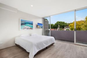 Bondi Beach Studio King Suite  Balcony - Accommodation Directory