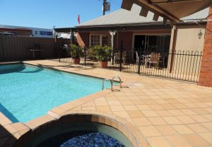 Burke  Wills Mt Isa - Accommodation Directory