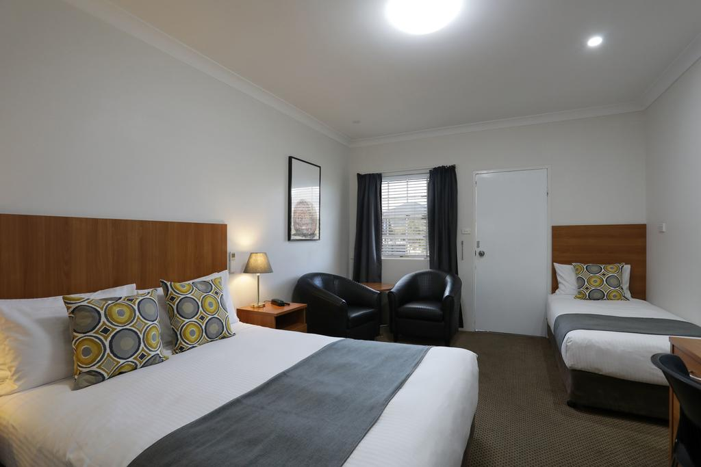 Cadman Motor Inn and Apartments - Accommodation Directory