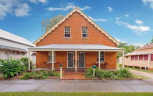 Eliza 1875 Red Brick Duplex Townhouse - Accommodation Directory