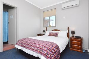Eyre Hotel - Accommodation Directory