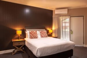 Nightcap at Archer Hotel - Accommodation Directory