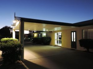 Outback Motel - Accommodation Directory