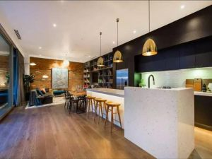 Readyset Glashouse Melbourne - Accommodation Directory