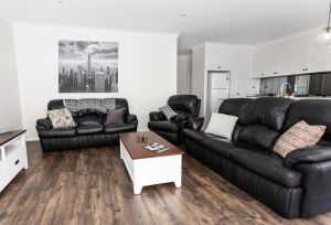 4 Bedroom Inner City Townhouse - SLEEPS 9  - Accommodation Directory