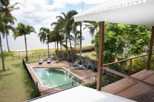 ABSOLUTE BEACHFRONT BLISS  NEWELL BEACH - Accommodation Directory