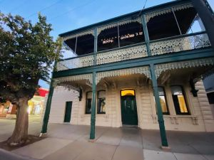 Balcony Level - Heygarth House - Port of Echuca Townhouse - Accommodation Directory